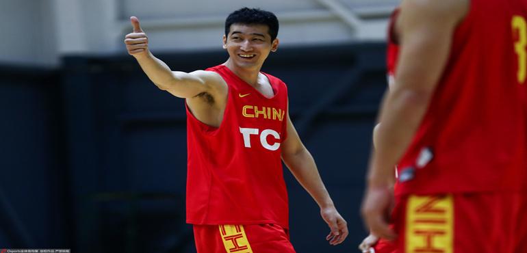 中国男篮今日出征世预赛 刘志轩随队出征担当重任