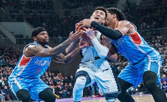 半决赛G1辽宁95比97负新疆