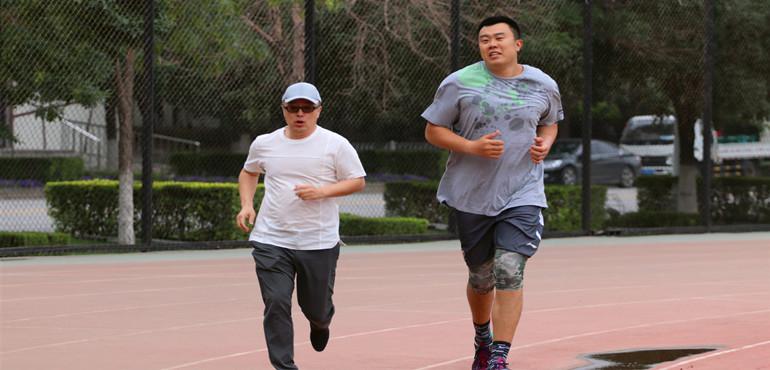 韩队长今日归队 首练从跑圈儿开始