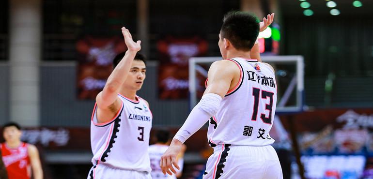 郭艾伦32分平个人赛季得分纪录 韩德君创两项里程碑 换帅首战辽宁胜青岛